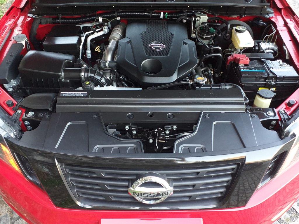 Visão do motor do Nissan Frontier Attack 4x4