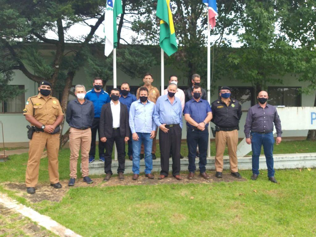 Participantes da reunião sobre segurança pública em Reserva do Iguaçu - Pr