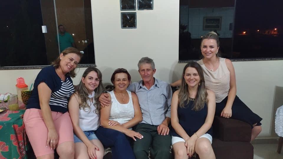 Maria de Lourdes com o esposo e filhas